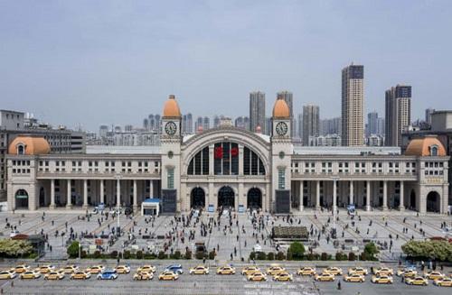 Vũ Hán: Hơn 620.000 lượt khách di chuyển trong ngày đầu tiên dỡ lệnh phong tỏa - Ảnh 3