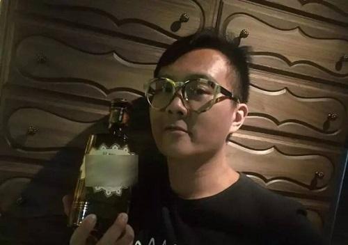 Nhạc sĩ hàng đầu Hong Kong bị tung ảnh nhạy cảm sau khi ép tình trẻ 20 tuổi phá thai - Ảnh 1