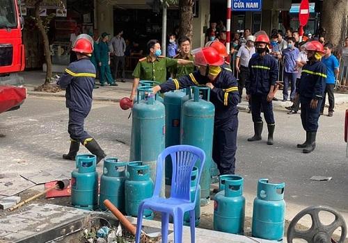 Hà Nội: Nổ lớn trên phố Cửa Nam, 3 người bị thương - Ảnh 2