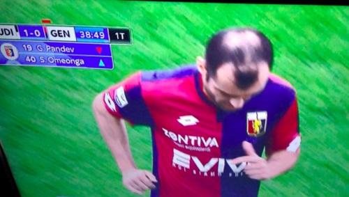 """Giật mình vì những mẫu tóc """"theo kiểu chẳng giống ai"""" của các cầu thủ bóng đá thế giới - Ảnh 10"""