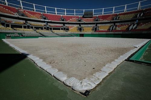 Giật mình khung cảnh hoang lạnh của những sân vận động từng diễn ra Olympic Rio 2016 - Ảnh 6