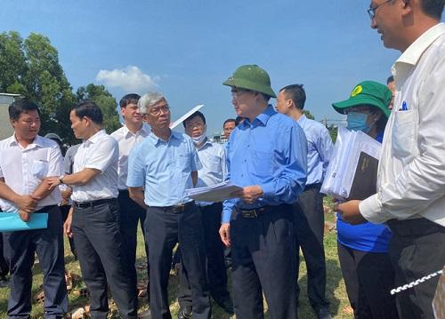 Bí thư Nguyễn Thiện Nhân thị sát thực trạng xây nhà trái phép ở Bình Chánh - Ảnh 1