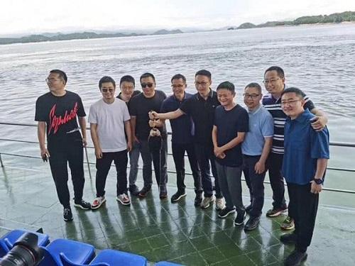Giữa bê bối ngoại tình, Chủ tịch Taobao vui vẻ đi du lịch cùng Jack Ma - Ảnh 1