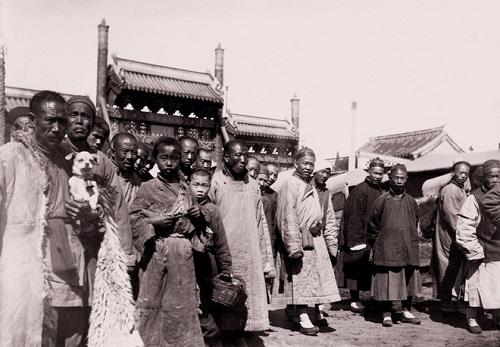 """Loạt ảnh cho thấy cuộc sống """"không như phim"""" ở Trung Quốc 100 năm trước - Ảnh 2"""