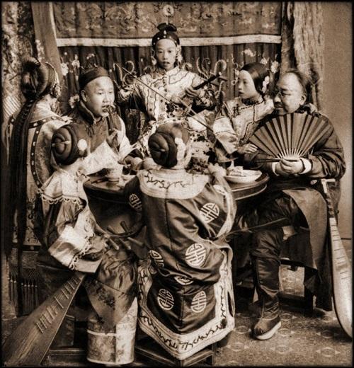 """Loạt ảnh cho thấy cuộc sống """"không như phim"""" ở Trung Quốc 100 năm trước - Ảnh 8"""