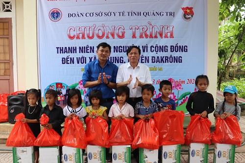 Quảng Trị: Khám chữa bệnh và phát thuốc miễn phí cho người dân xã A Bung - Ảnh 1