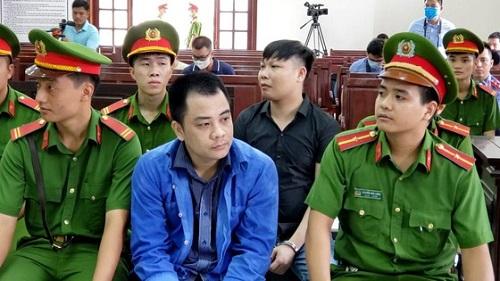 Truy tố giám đốc gọi giang hồ vây xe công an ở Đồng Nai tội trốn thuế - Ảnh 2