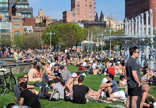 Tình hình dịch virus corona ngày 4/5: Người New York đổ xô đi công viên giữa dịch bệnh - Ảnh 1