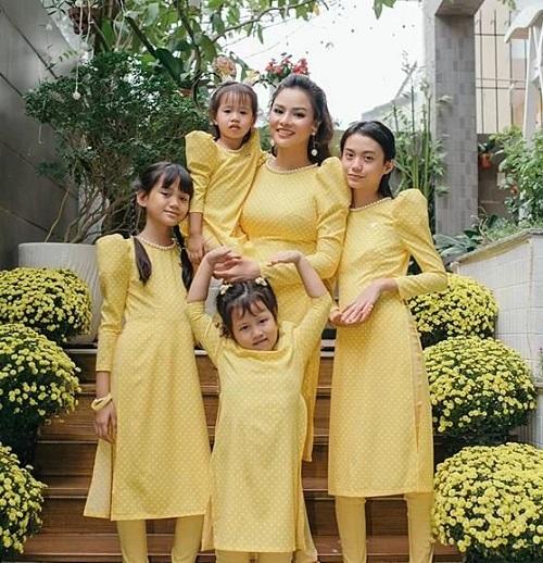 """Những bà mẹ kế trong showbiz Việt chứng minh câu nói """"đã làm dì ghẻ nên thương con chồng"""" - Ảnh 5"""