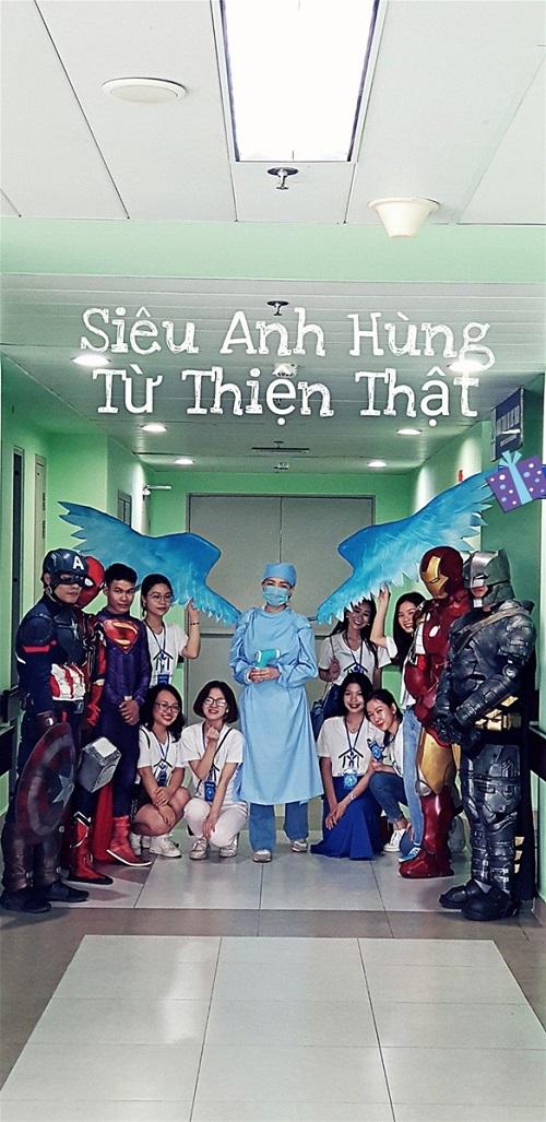 Biệt đội siêu anh hùng đến tặng quà cho các bệnh nhi ung thư, chạy thận trong dịp 1/6 - Ảnh 4