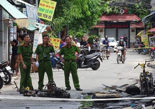 Nhân chứng chữa cháy ngôi nhà trên đường Lê Trọng Tấn: Chậm một chút là không thể cứu 5 người - Ảnh 1