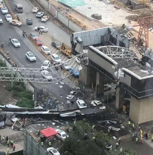 Trung Quốc: Cần cẩu đổ sập trúng các phương tiện di chuyển trên đường cao tốc ở Vũ Hán - Ảnh 2