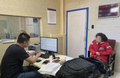 Người phụ nữ 900 lần bị lùi chuyến bay, thu về gần 10 tỷ đồng tiền đền bù bảo hiểm - Ảnh 1