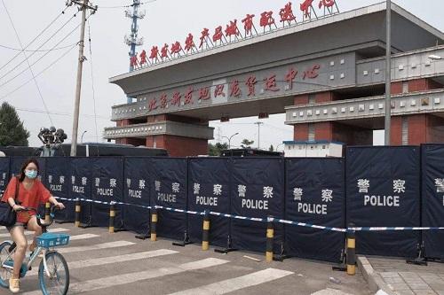 Bắc Kinh trở thành ổ dịch nghiêm trọng nhất ở Trung Quốc, gần 30 khu dân cư bị phong tỏa - Ảnh 1