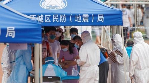 Bắc Kinh nâng mức ứng phó khẩn, hủy gần một nửa số chuyến bay, hoàn trả vé tàu - Ảnh 1