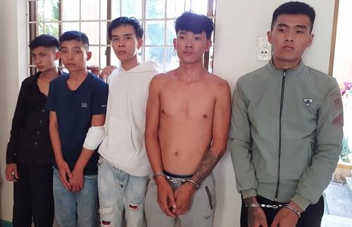 Nhóm côn đồ lao vào bệnh viện hành hung Trung úy CSGT - Ảnh 1