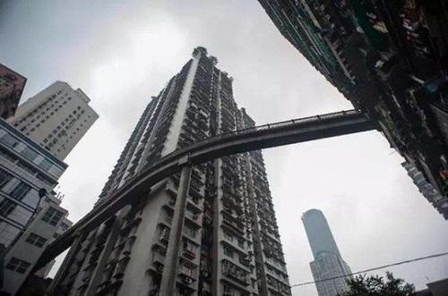 Hệ thống tàu điện trên cao độc đáo ở thành phố kỳ lạ nhất Trung Quốc - Ảnh 8