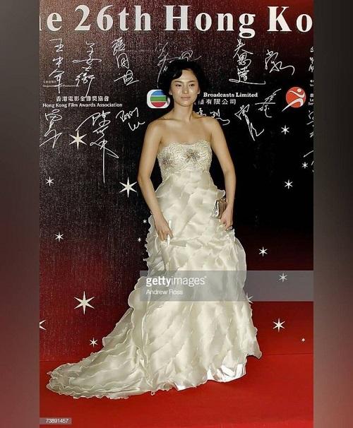 """Khoảnh khắc """"muốn độn thổ"""" của Song Hye Kyo trên thảm đỏ - Ảnh 1"""