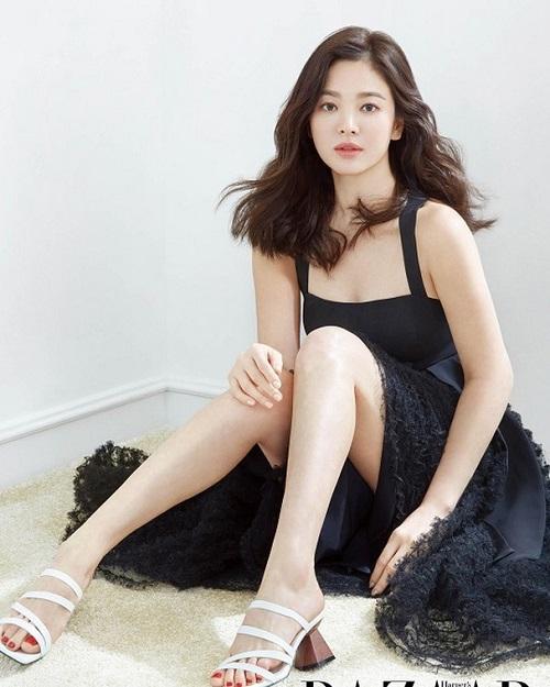 """Khoảnh khắc """"muốn độn thổ"""" của Song Hye Kyo trên thảm đỏ - Ảnh 6"""