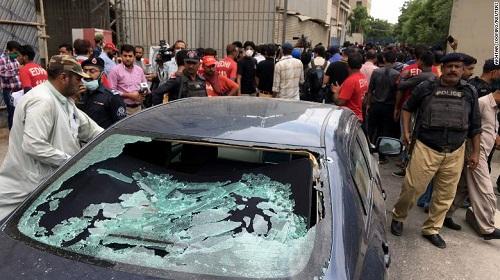 Sở giao dịch chứng khoán Pakistan bị các tay súng tấn công, ít nhất 8 người chết - Ảnh 2