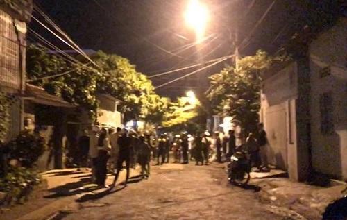 Khoảng 50 thanh niên hỗn chiến với dao rựa và bom xăng, gây náo loạn cả khu phố giữa đêm - Ảnh 1