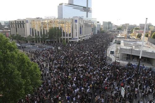 Làn sóng biểu tình phản đối cái chết của George Floyd lan tới Paris - Ảnh 1