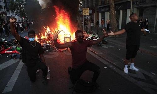 Làn sóng biểu tình phản đối cái chết của George Floyd lan tới Paris - Ảnh 2