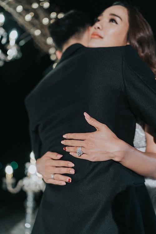 Cận cảnh những chiếc nhẫn đính hôn độc đáo, giá trị của sao Việt - Ảnh 8