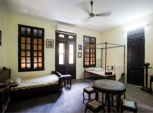 Hé lộ về chủ nhân và cuộc sống trong căn biệt thự 100 tuổi của thương gia nức tiếng Hà thành - Ảnh 1