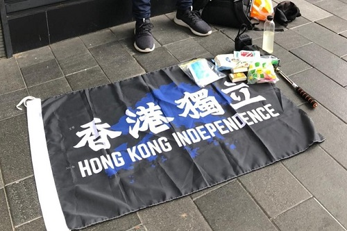 Cảnh sát Hong Kong bắt giữ người đầu tiên vi phạm luật an ninh mới - Ảnh 1