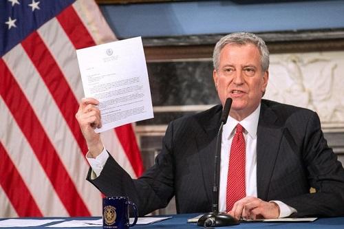 Mỹ: Thị trưởng New York dọa kiện Tổng thống Trump  - Ảnh 1