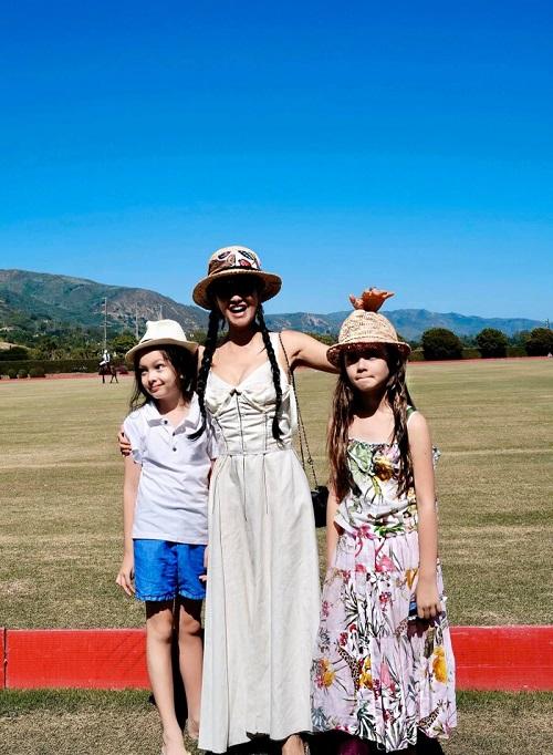 Diva Hồng Nhung khoe ảnh cùng 2 con được về đến Việt Nam sau 5 tháng kẹt ở Mỹ do Covid-19 - Ảnh 2