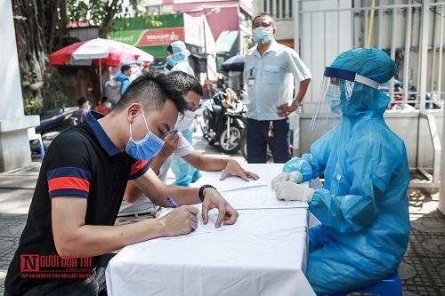 Hà Nội: Tiến hành test nhanh Covid -19 cho người dân từ Đà Nẵng trở về - Ảnh 3