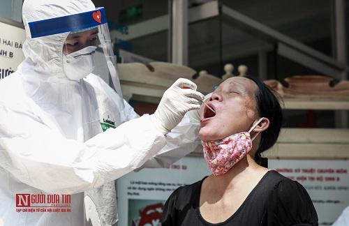 Hà Nội: Tiến hành test nhanh Covid -19 cho người dân từ Đà Nẵng trở về - Ảnh 5