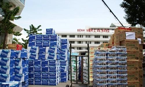 Người dân ủng hộ nhu yếu phẩm cho bác sĩ chống dịch tuyến đầu ở Đà Nẵng - Ảnh 1