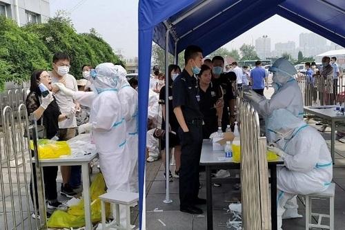 Trung Quốc: Số ca nhiễm tiếp tục tăng cao, hơn 18.000 phải cách ly - Ảnh 1