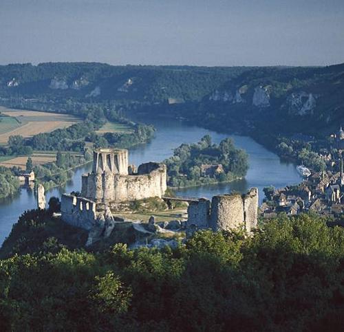 """10 tòa lâu đài cổ tráng lệ nhất thế giới, tới một lần là cả đời """"đắm say"""" - Ảnh 2"""