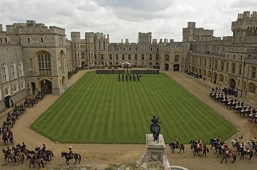 """10 tòa lâu đài cổ tráng lệ nhất thế giới, tới một lần là cả đời """"đắm say"""" - Ảnh 8"""