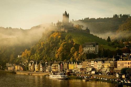 """10 tòa lâu đài cổ tráng lệ nhất thế giới, tới một lần là cả đời """"đắm say"""" - Ảnh 9"""