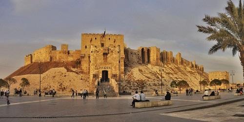 """10 tòa lâu đài cổ tráng lệ nhất thế giới, tới một lần là cả đời """"đắm say"""" - Ảnh 11"""