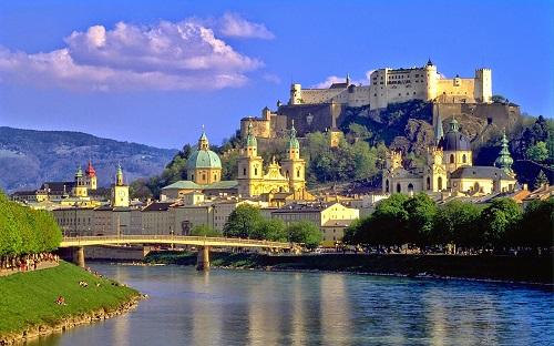 """10 tòa lâu đài cổ tráng lệ nhất thế giới, tới một lần là cả đời """"đắm say"""" - Ảnh 7"""