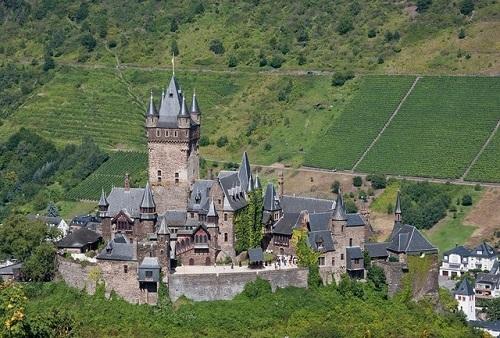 """10 tòa lâu đài cổ tráng lệ nhất thế giới, tới một lần là cả đời """"đắm say"""" - Ảnh 10"""