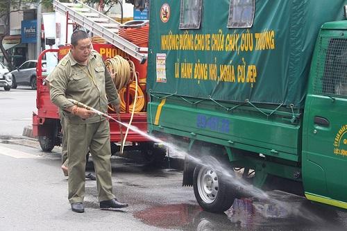 Bảo vệ dân phố thế chấp nhà, tự mua xe để chữa cháy giúp dân - Ảnh 1