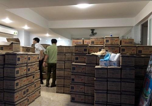 TP.HCM: Thu giữ hơn 4 triệu khẩu trang và găng tay y tế kém chất lượng - Ảnh 1