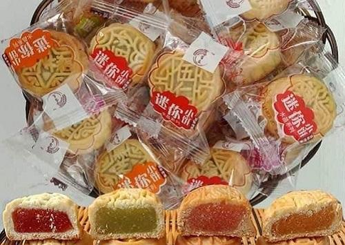 """Bánh trung thu Trung Quốc giá rẻ hơn cả mớ rau, đến người bản địa còn phải """"dè chừng"""" - Ảnh 1"""