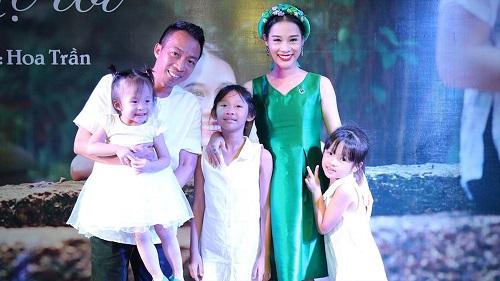 """Ca sĩ Hoa Trần - vợ NSƯT Việt Hoàn, làm vợ Việt Hoàn rất """"khó thở"""" - Ảnh 1"""