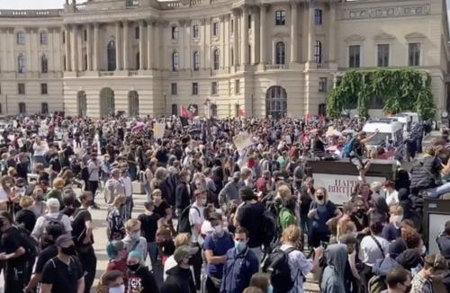 Cảnh sát Đức bắt 300 người, giải tán đám đông biểu tình ở Thủ đô Berlin - Ảnh 1