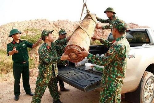 Quảng Ninh: Phát hiện bom nặng 450kg trong lúc san lấp mặt bằng - Ảnh 1