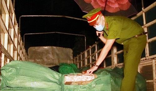 Thu giữ gần 3 tấn chân gà đông lạnh không rõ nguồn gốc - Ảnh 1
