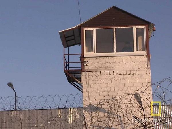 Nhà tù Cá heo đen: Nơi giam giữ những kẻ tàn bạo nhất - Ảnh 2